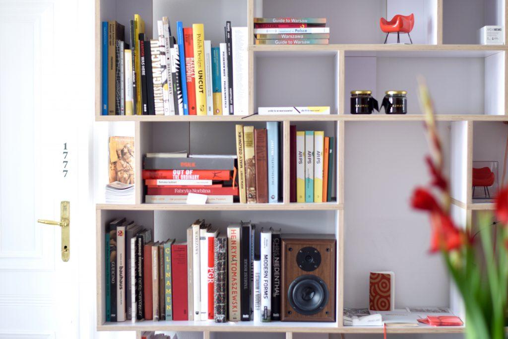 autor-rooms-warschau-interieur-hotel-bibliotheek
