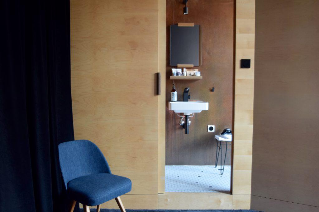 autor-rooms-warschau-interieur-hotel-hout