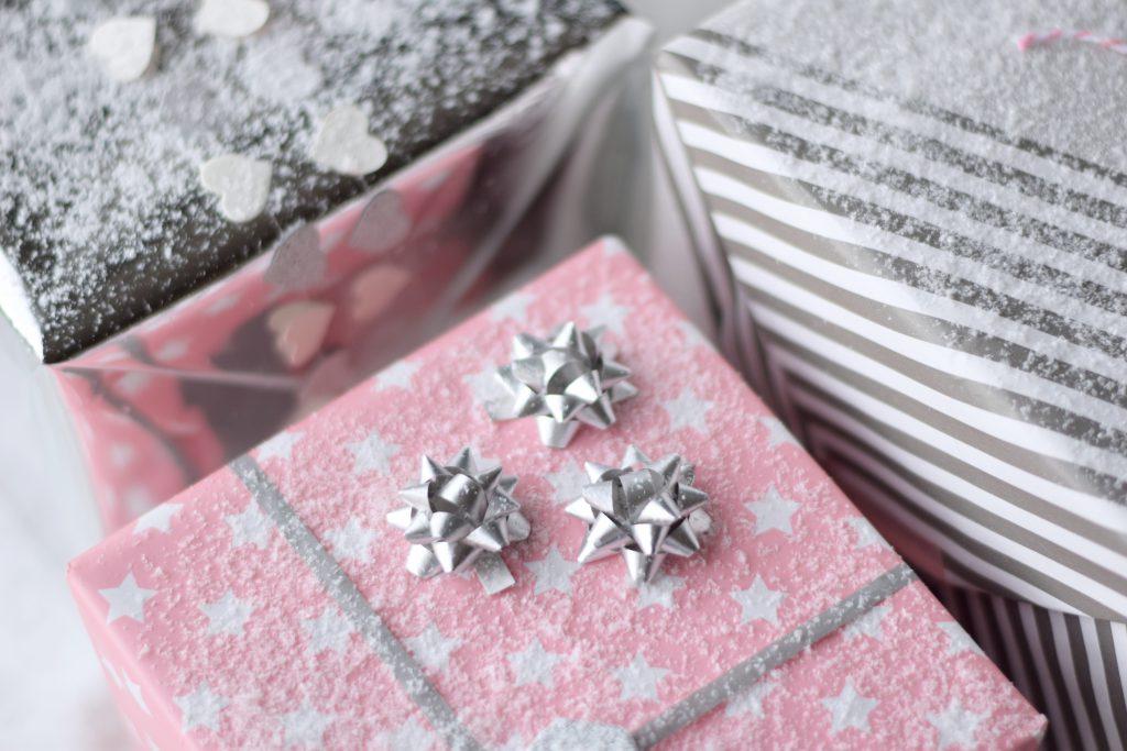 cadeau-inpakken-geschenk-hema-pink3