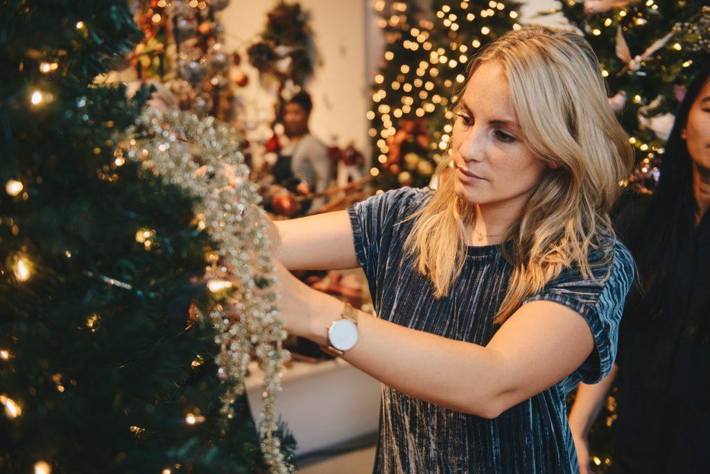 Goodwill Anne-Catherine kerstboom aankleden